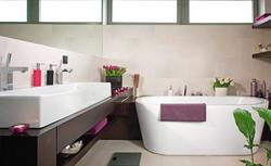 Wyposażenie łazienki: umywalki, miski ustępowe, baterie... Zobacz, jak to wszystko zgrabnie połączyć