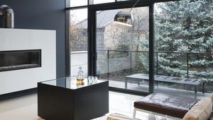 Nowoczesny dom architektów w bieli i czerni. Zdjęcia z realizacji domu
