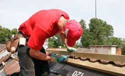 Pokrycia dachowe. Zasady układania dachówek, blachodachówek, gontów bitumicznych i nie tylko