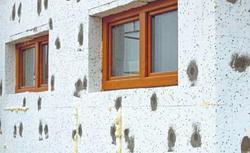 Ocieplanie styropianem ścian dwuwarstwowych - wytrzymałość i grubość styropianu, montaż izolacji