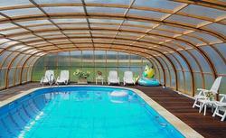 Sposoby na podgrzewanie wody w przydomowym basenie otwartym: który z nich najbardziej się opłaca?