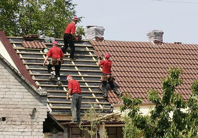 Sprawdź, co musisz wiedzieć zanim wymienisz stare pokrycie dachowe na nową dachówkę