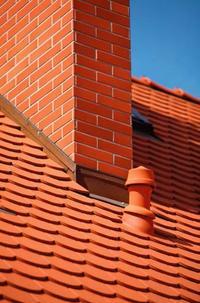 Rozmieszczenie elementów przechodzących przez połać dachu