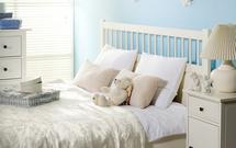 Jak urządzić przytulną sypialnię? TOP 10 najlepszych aranżacji sypialni w kolorach gorącej czekolady