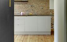 Jak pielęgnować drewnianą podłogę? Sprawdź, jak czyścić, konserwować i odnawiać podłogę olejowaną i lakierowaną