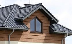 Rynny, rury, łańcuchy: jak odprowadzić wodę z dachu